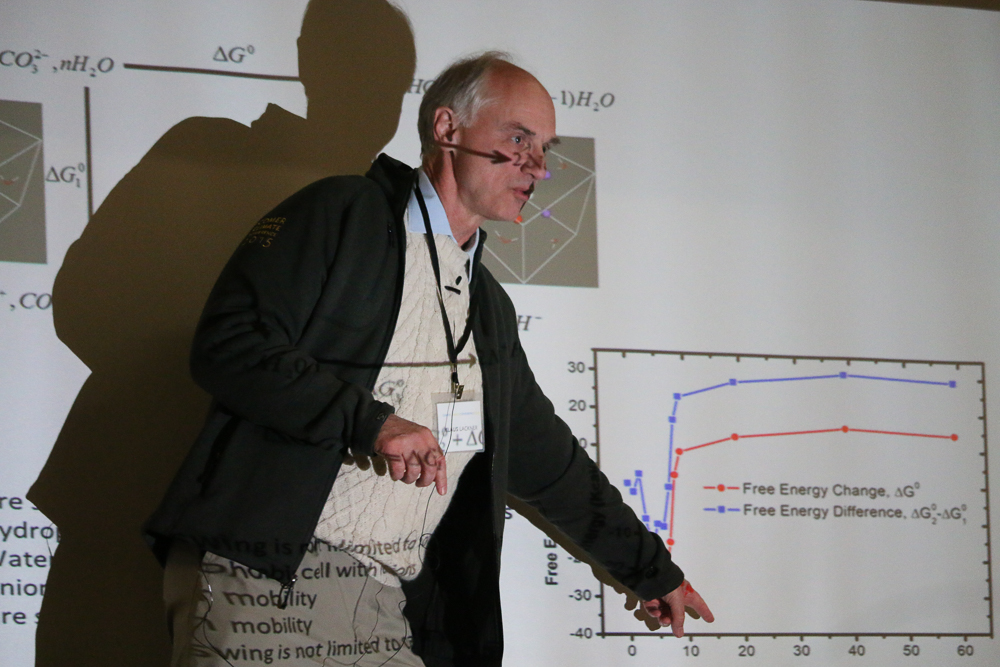 Klaus Luckner explains the device he designed to remove carbon dioxide from the atmosphere. (Sarah Kramer/Medill)